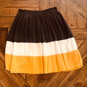 Color block skirt with pockets